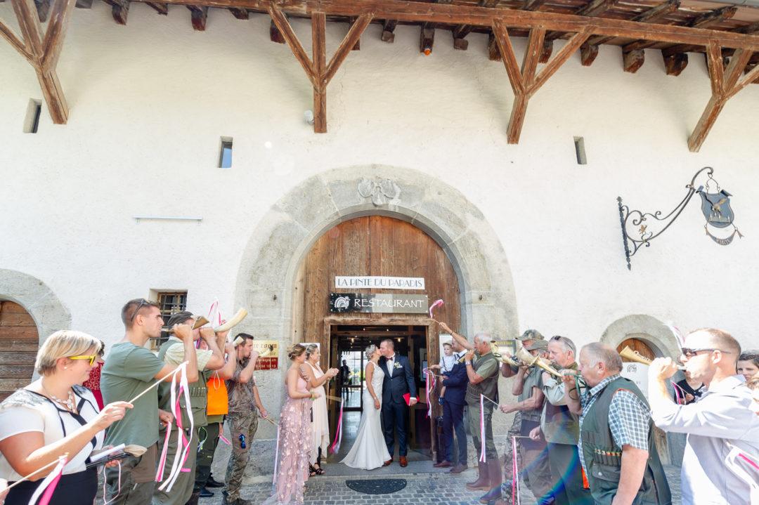 La sortie des mariés. Géraldine wedding planner. Wedding planner suisse