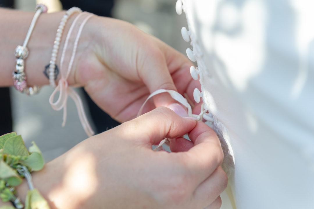 La mariée et sa témoin. Géraldine wedding planner. Wedding planner suisse