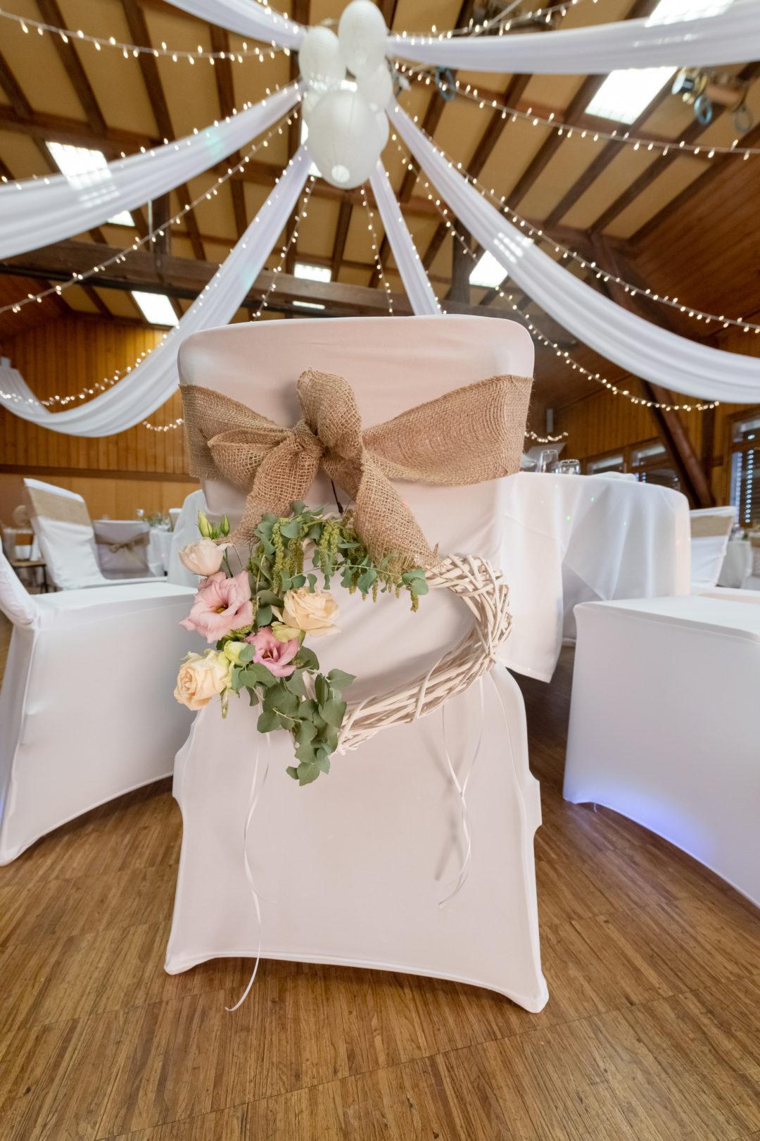 Détail sur la chaise des mariés. Géraldine wedding planner. Wedding planner suisse